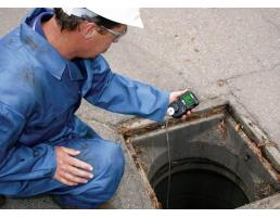 Man checking gases reading before entering the confined space